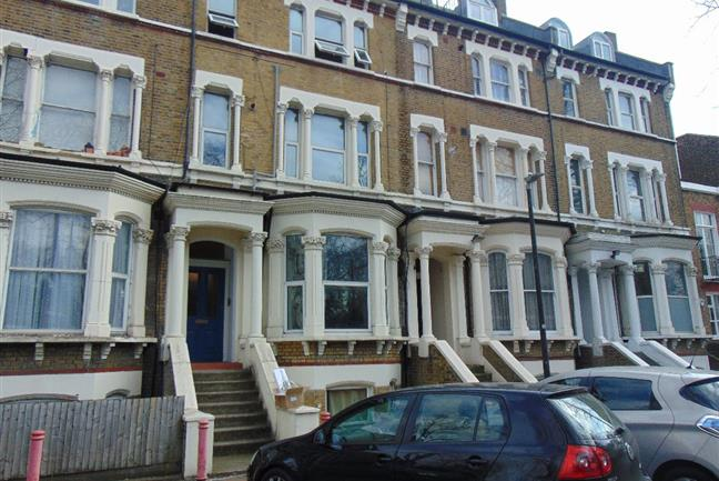 Photo 1 - Beautiful and well presented 1 bedroom Flat in Victorian Building minutes away from Brixton Station
