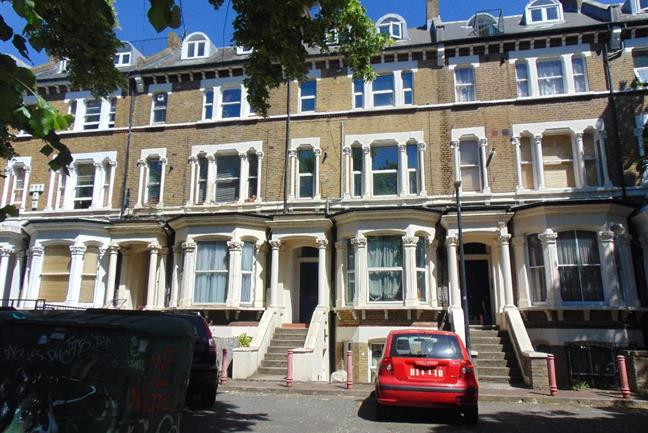Photo 1 - Fantastic, Well Presented 1 Bedroom Flat in perfect location moments away from Brixton High Street.