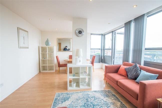 Photo 1 - Fantastic fouth floor apartment with spectacular views of London.